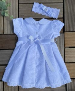 Vestido Infantil para Batizado Maria Branco com Laço e Detalhes em Pérolas e Bordado